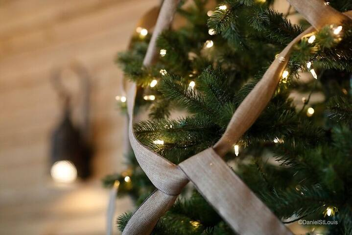 Event tree set all year round, creates a cozy atmosphere, you can also decorate it for your special event.