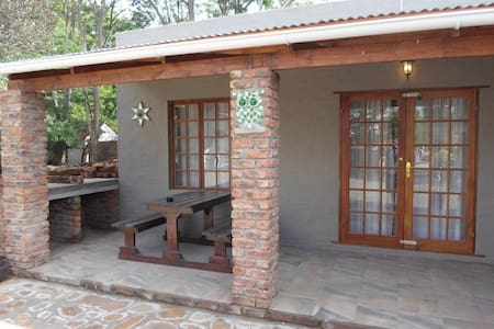 COUNTRY COTTAGES - COTTAGE 1
