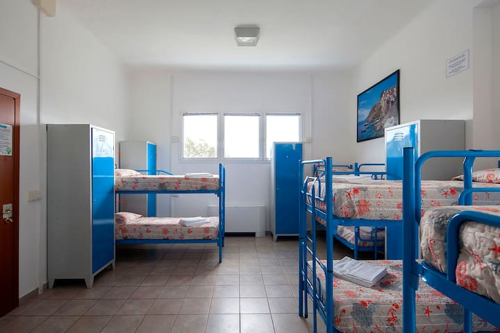 Ostello Corniglia, a dorm 8px spot female only