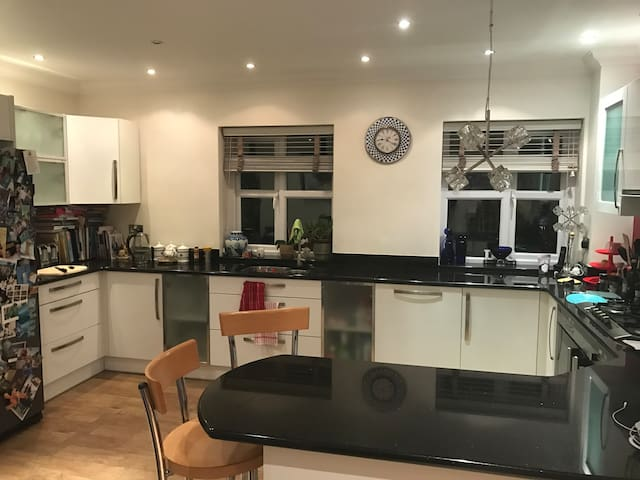 Spacious 4 Bed house in Llandaff, Cardiff - Cardiff - House