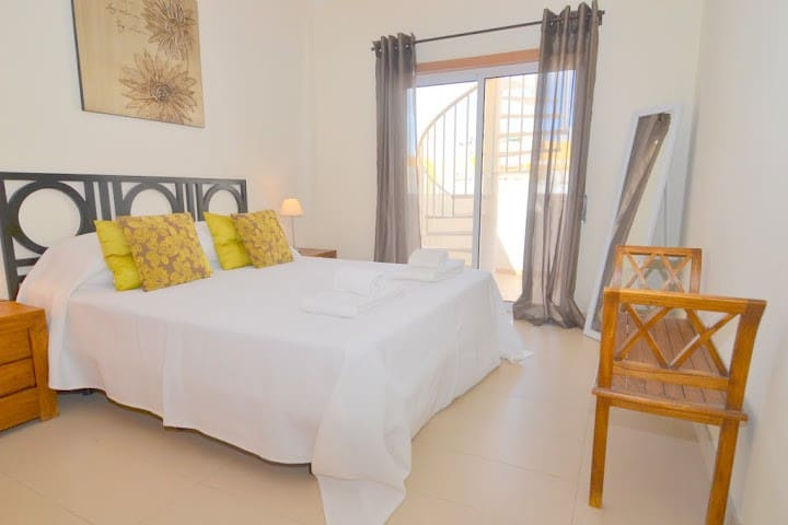 Casa George top floor apartment with free wi fi - Faro - Byt