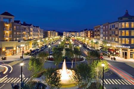 Charleston living in Myrtle Beach's Market Common - Myrtle Beach - Casa
