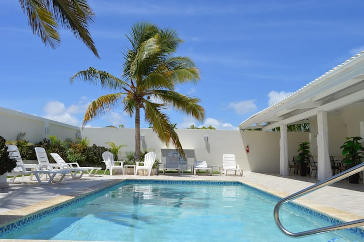 New Deluxe Palm Beach Suite Across Marriott Hotel
