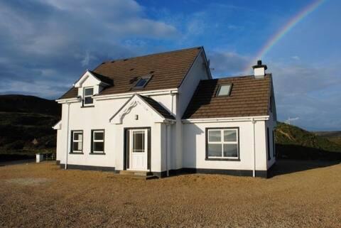 Teach Bán Glencolmcille - Family Friendly house