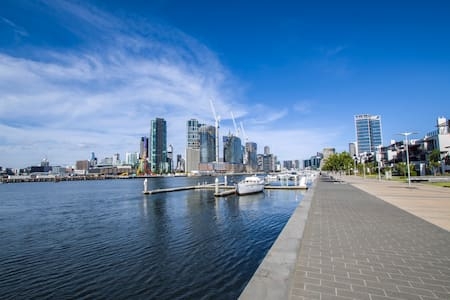 Huge 4 bedroom luxury townhouse in Melbourne - Docklands