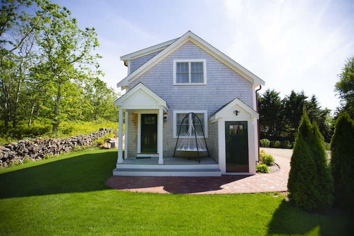 New Listing! Updated Pet-Friendly Home, Close to Downtown Edgartown & Oak Bluffs