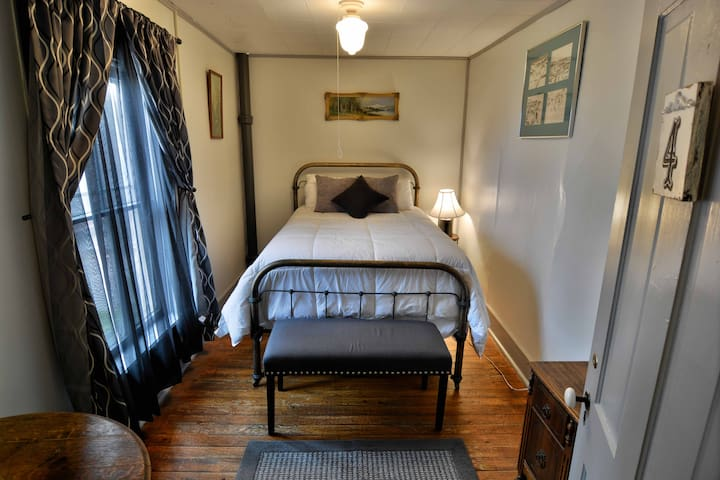 #4 Double Bed with a shared bath, WIFI.