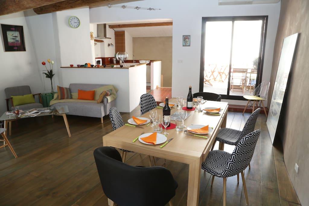 Salon, salle à manger et terrasse
