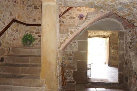 Empordà: charming stone in Corçà