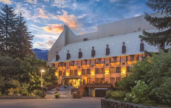 ㅤQuiet Whistler Village Loft Mountainside Lodge
