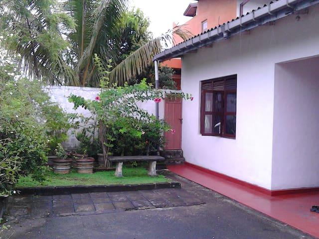 House of Tennekoon 281/16 Eatambagaha pedesa.