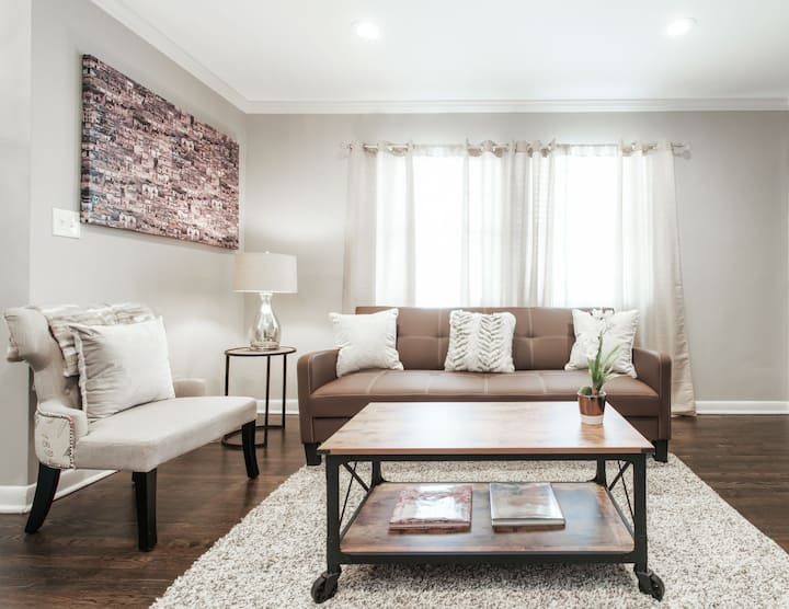 Beautiful 1 Bedroom @Perfect Location VaHi/Midtown