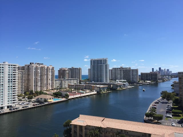 BEACHWALK 2BEDS/2BATHS S View 1807 - Hallandale Beach - Apartment