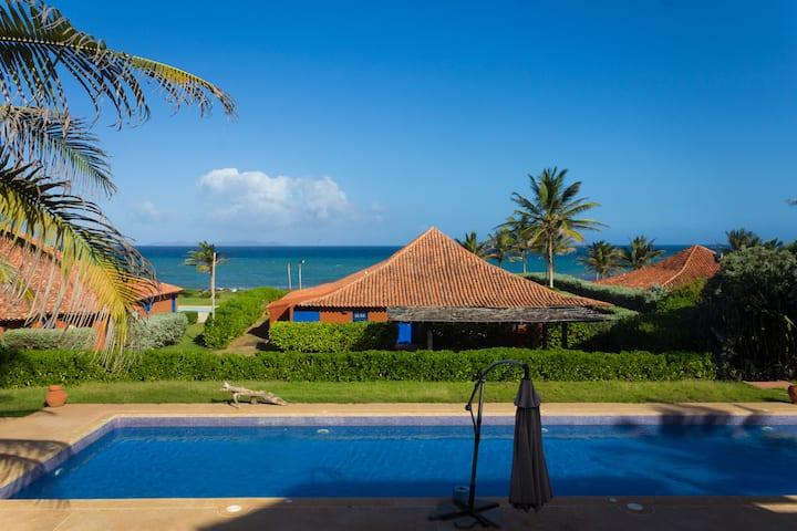 Rancho de lujo con vista al mar y piscina