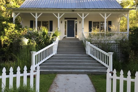 Quiet and Sweet Southern Retreat - Saint Simons Island