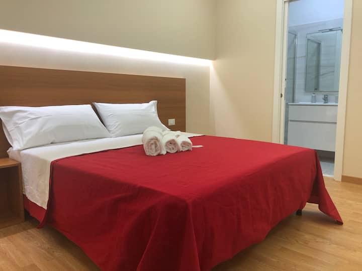 Camera Matrimoniale con bagno privato (107)
