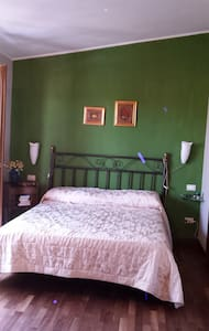 Camera matrimoniale immersa nel verde - Sestu - Willa