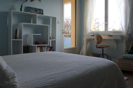 chambre centre de Combourg - Combourg - Bed & Breakfast