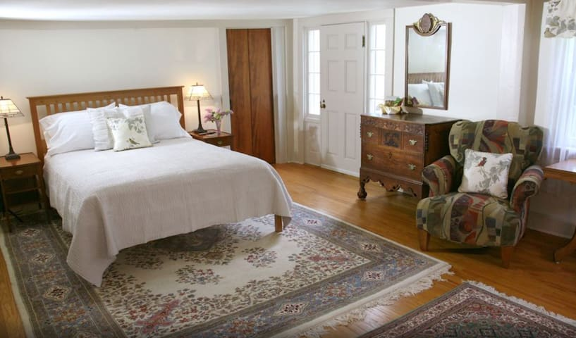 Seabury Room - Morning Glory Inn