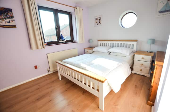 Ideal location Gunwharf Quays Home