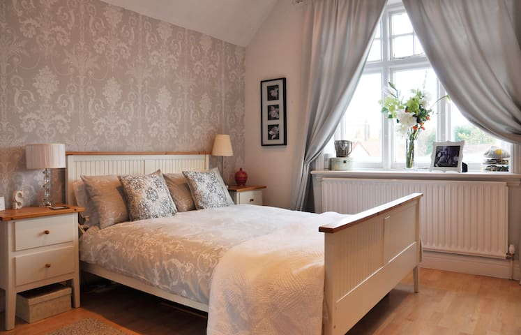 Beautiful Private room in Solihull - Solihull - Talo