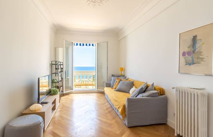 BEAUTIFUL APARTMENT SEA VIEW ON THE PROMENADE DES ANGLAIS IN NICE