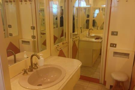 Centro Roma stanza bagno privato - Roma