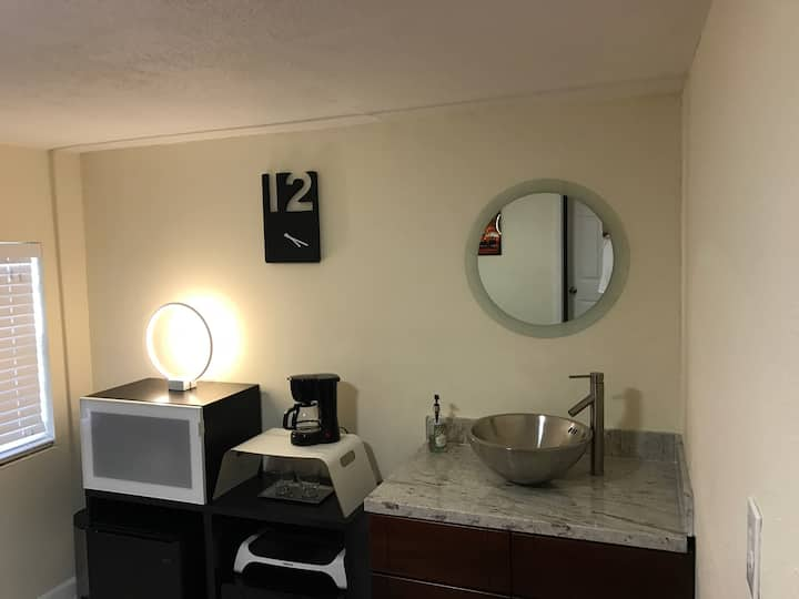 Trendy Miami 2/1 Apt. Miami International Airport