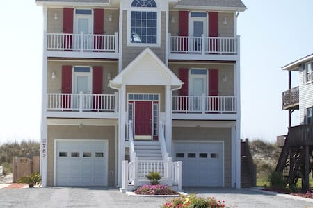 OCEAN FRONT WITH PRIVATE POOL ELEVATOR - North Topsail Beach - Haus