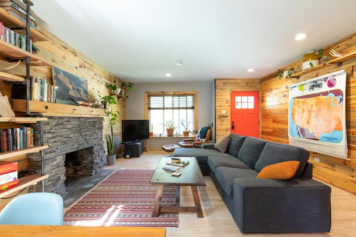The Tree House: Cozy Western home near downtown