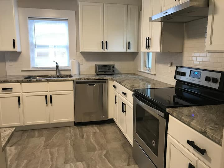 *Newly remodeled*2bd/2ba*Walk to train*Natick Mall