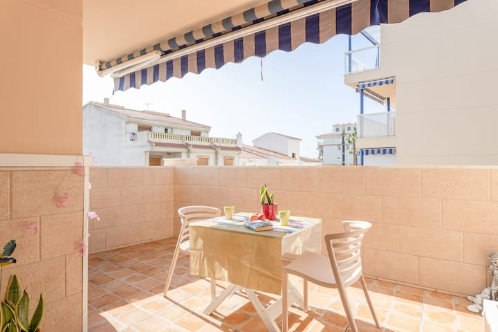 Cozy Apartment Flamingo Close to the Beach, Perfect for Couples, with Lift & Terrace