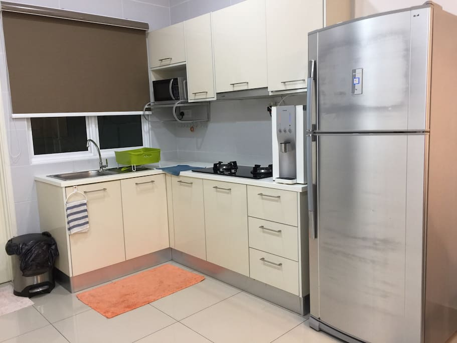 Kitchen with cooking hob/hood, refrigerator & Coway water filter
