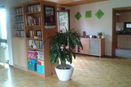 Gästezimmer in großer 3-Zi-Wohnung - Schwieberdingen - Appartement
