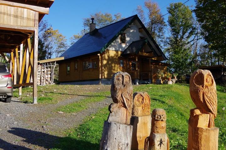 自然に囲まれた景観抜群のログハウス