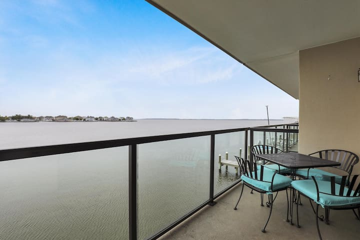 Harbour Sails 206 - Bayfront Condo w/ Pool!