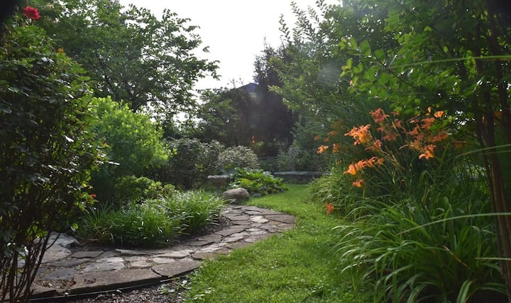 "Friendly City Garden Sanctuary ""Serenity"" Room"