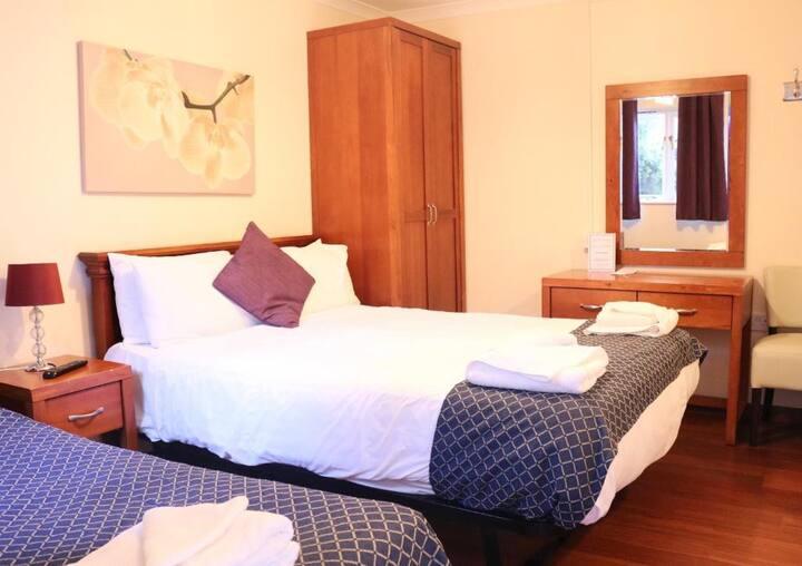 Triple Room, Luton Hotel Residence