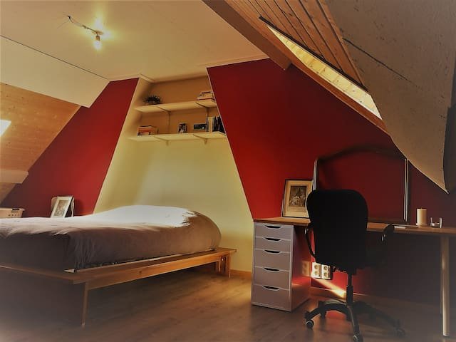 Large & cosy attic near Gent
