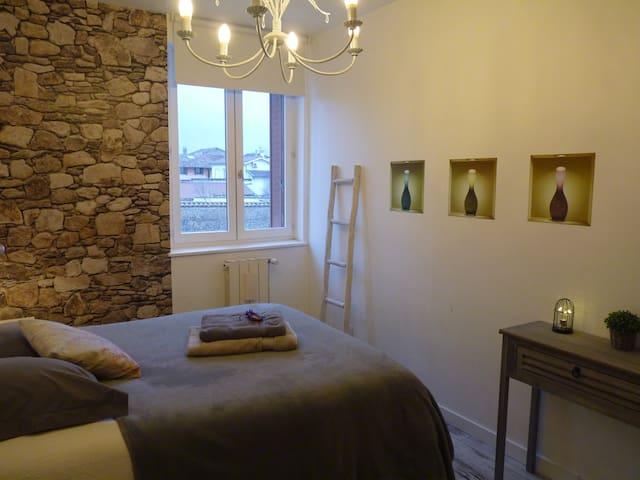 Cozy bedroom priv bathroom/WC B&B pool garden