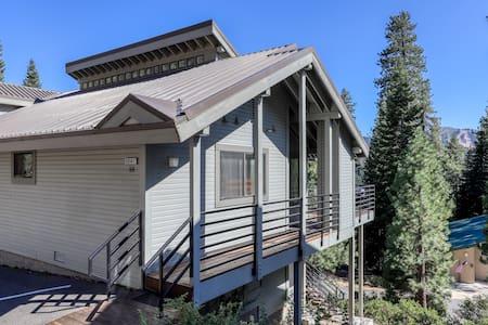 Spacious home near Huntington Lake, skiing, and forest/mountain views!