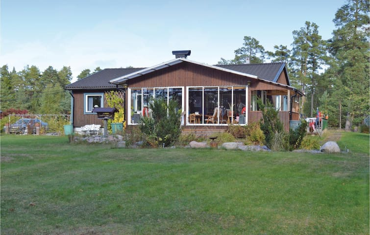 Holiday cottage with 2 bedrooms on 90m² in Ingarö