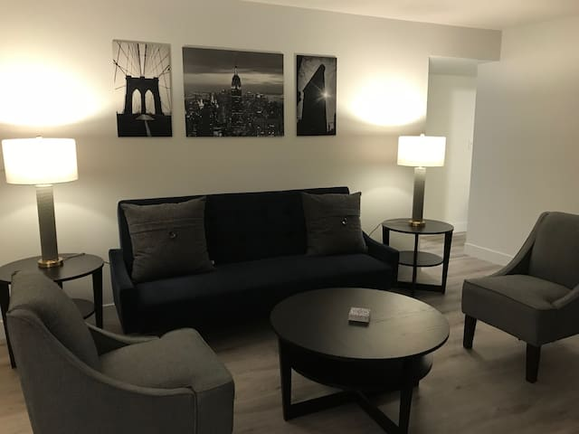 Chic, Fully Remodeled Condo Near DTC !