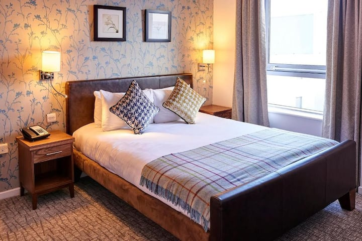 Essential Travel Only: Bright Suite Double Bed Non Smoking At Liverpool
