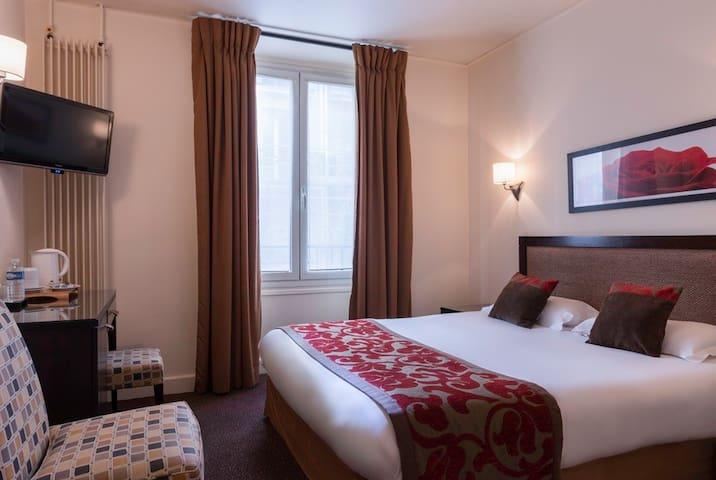Charming Room **** near Champs Elysées