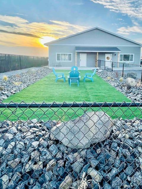 Relax in beautiful modern bungalow!