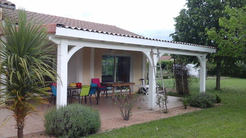 2 chambres dans maison récente pour l'euro 2016 - Saint-Just-Saint-Rambert - Villa
