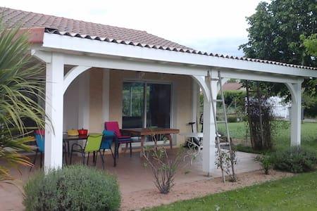 2 chambres dans maison récente pour l'euro 2016 - Saint-Just-Saint-Rambert - 别墅