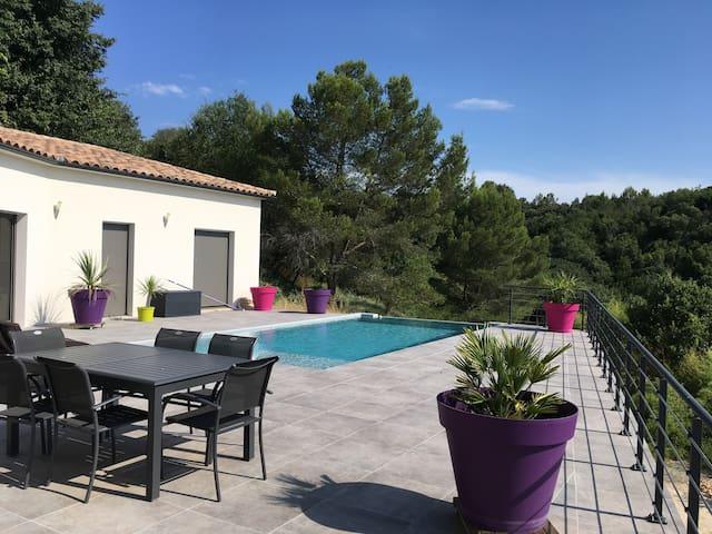 Location saisonnière d une villa avec piscine