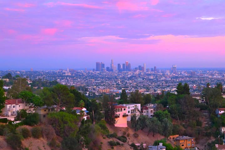 Hollywood hills jetliner views